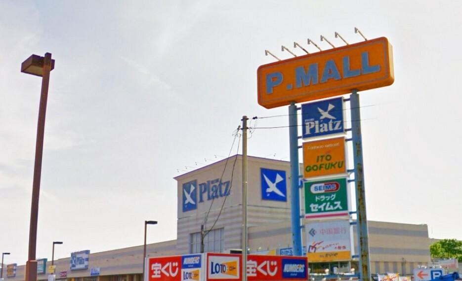 ショッピングセンター 大きなスーパーにドラッグストア、100円ショップ、子供服、弁当屋などここに来れば一通り揃いますよ!駐車場も大きくて駐車もラクラク!一度に色々揃うので、家族の必要なのが移動せずに買えて便利です
