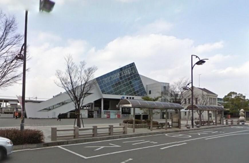 栗東駅(JR 東海道本線) 日中時間帯は1時間あたり約4本停車します。朝時間帯は本数が多くなります。