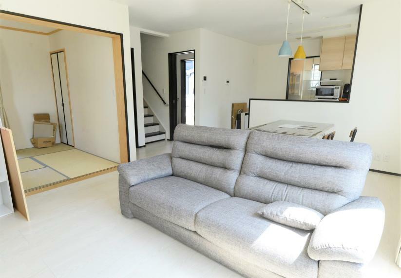 居間・リビング 和室の襖を開ければ、より開放的にご使用いただけます!