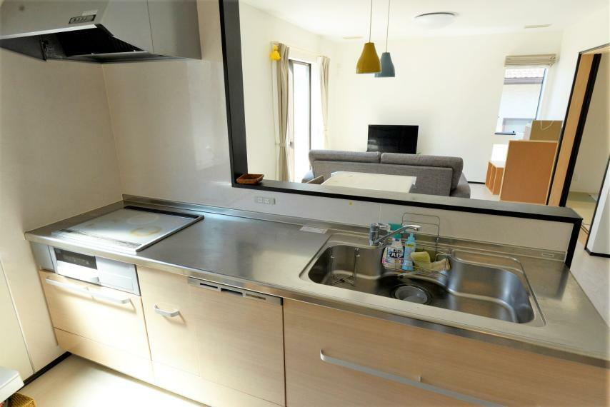 キッチン リビングを見渡せる対面式キッチン。IHクッキングヒーター仕様でお手入れもラクラク!