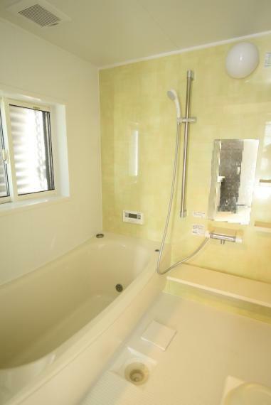 浴室 一日の疲れを癒してくれる、ゆったりとした広さのバスルーム。