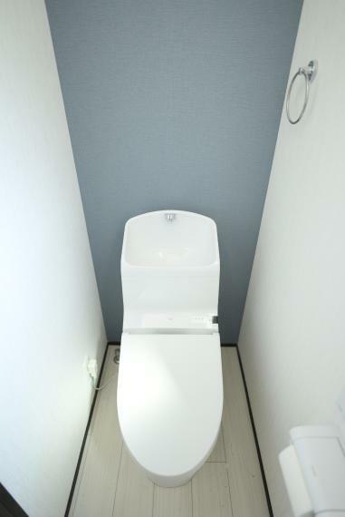 トイレ 暖房便座、ウォシュレット付きで快適にお使いいただけます。