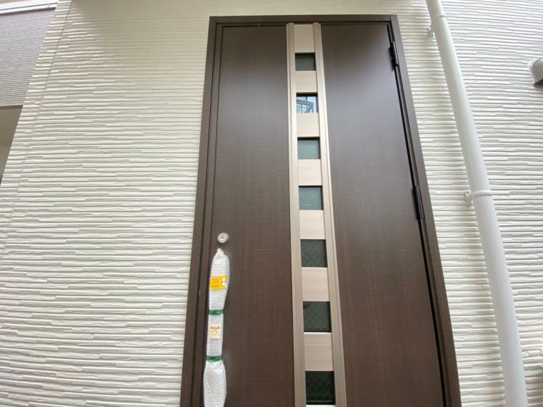 玄関 モダンな玄関ドア