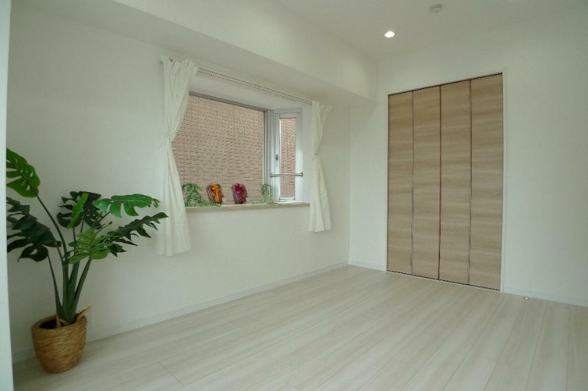 洋室 6.3帖洋室 出窓とクローゼットがあります!