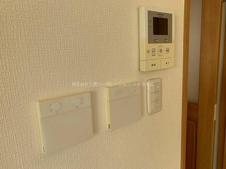 専用部・室内写真 TVモニター付きインターホン 訪問者の確認がしやすいカラー画面に使いやすいデザイン。