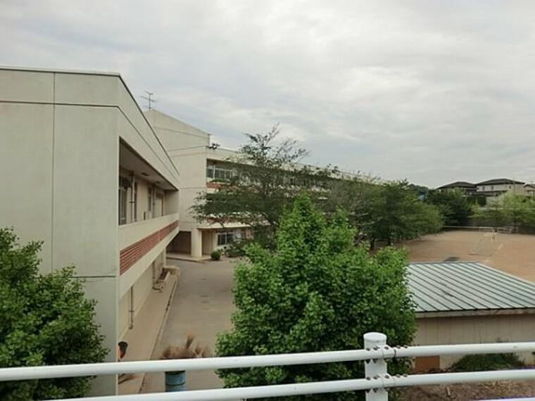 中学校 西志津中学校690m