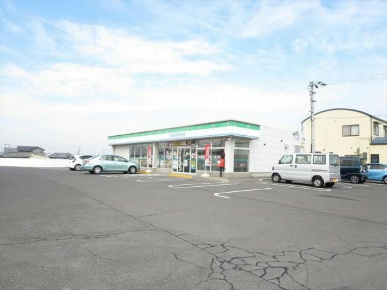 コンビニ ファミリーマート 丸亀郡家店まで450m、車で1分です。
