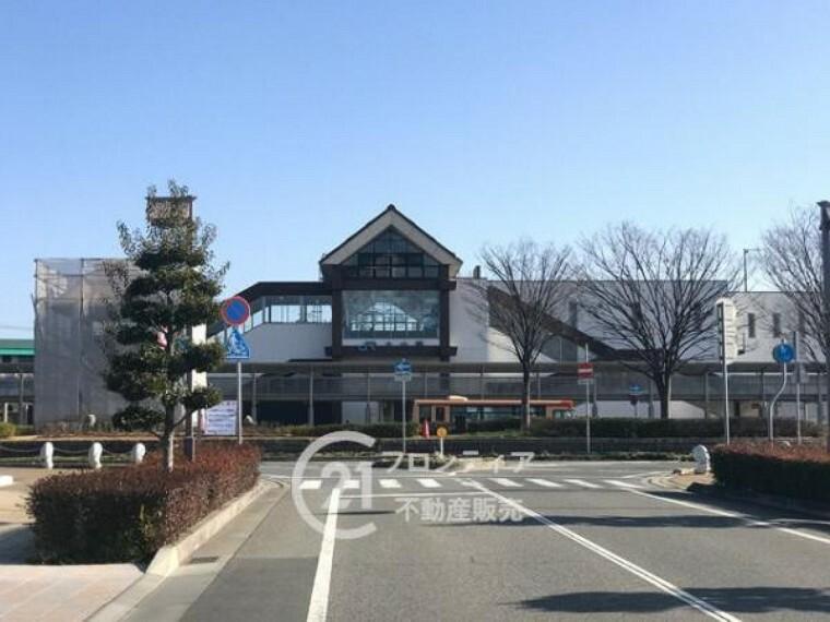 JR山陽本線「土山駅」をご利用いただけます。駅の東側に大きな駐輪場があります。近くにはスーパーや商業施設があり便利です。バスで山陽電鉄方面にも行けるので便利ですね。