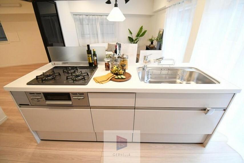 キッチン キッチンは家族の絆を育む大切な空間。シンプルで使い易いシステムキッチンで愉しく作る料理は愛情のある美味しいご馳走に。家族で使える対面式キッチンです。