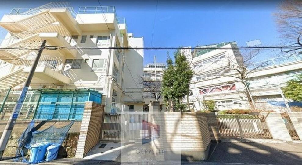 中学校 新宿区立新宿中学校 徒歩7分。