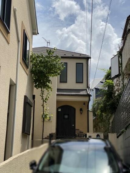 外観写真 2021年8月2日撮影 シンプルな配色がおしゃれな戸建です。?