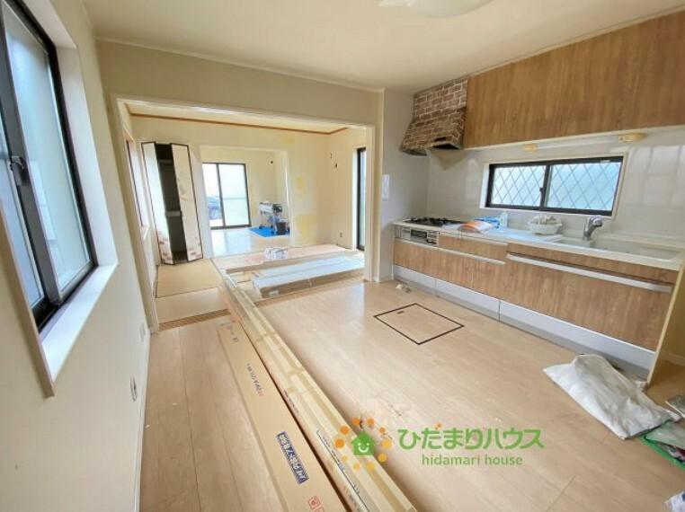 居間・リビング 続き間になっている洋室を開放すれば空間を広ーく演出することができますね。