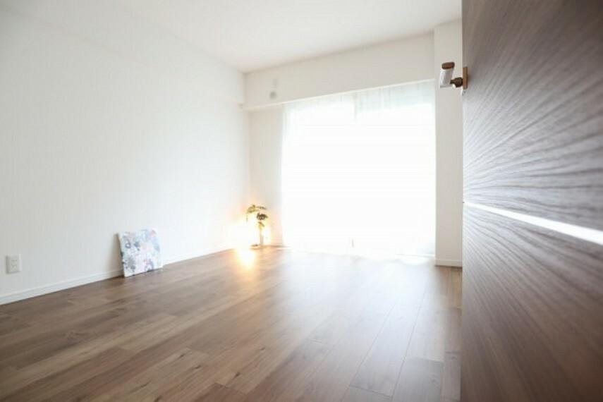 居間・リビング まるで新築のような空間へと生まれ変わりました