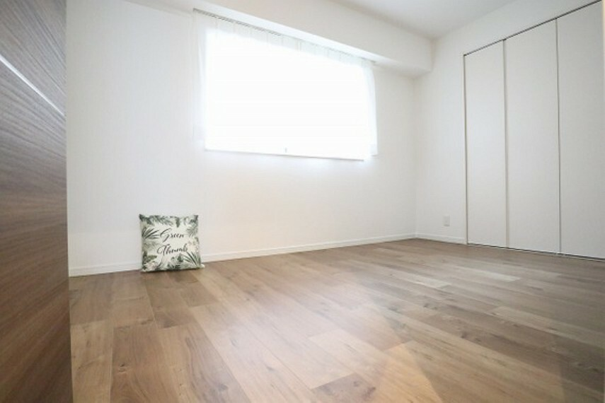 洋室 窓を開放すると自然換気が可能で、清潔感も保ちやすいです