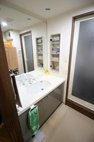 洗面化粧台 広々とした洗面スペース