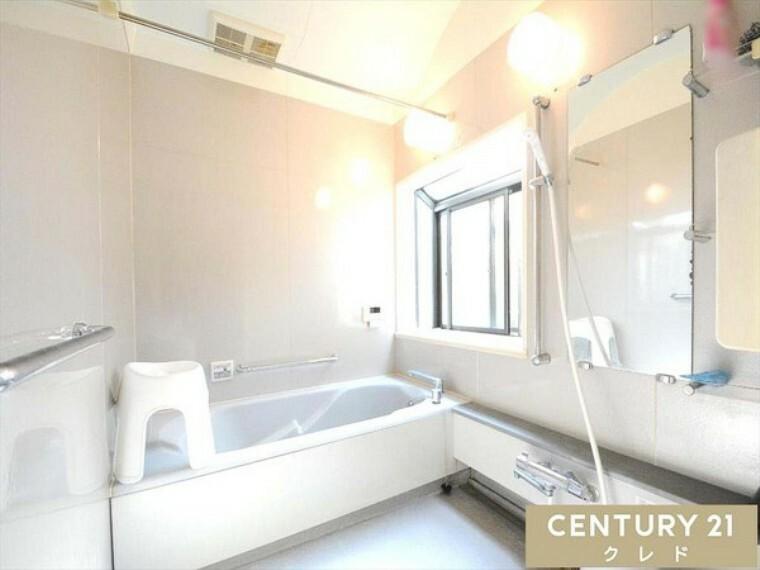 浴室 1.25坪とゆったりサイズの浴室です!大きな窓があるので採光も換気もばっちりですね! 大変きれいにお使いです! お問合せはセンチュリー21クレド川越店まで!