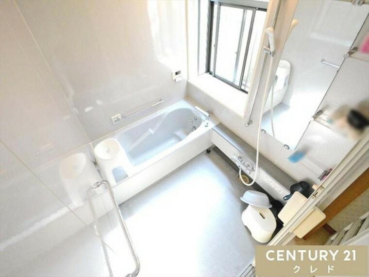 浴室 一日の疲れを癒すための心地よいバスタイム!浴室はゆとりあるサイズで家族みんなで入ることもできます!体の芯から温まりましょう! お問合せはセンチュリー21クレド川越店まで!