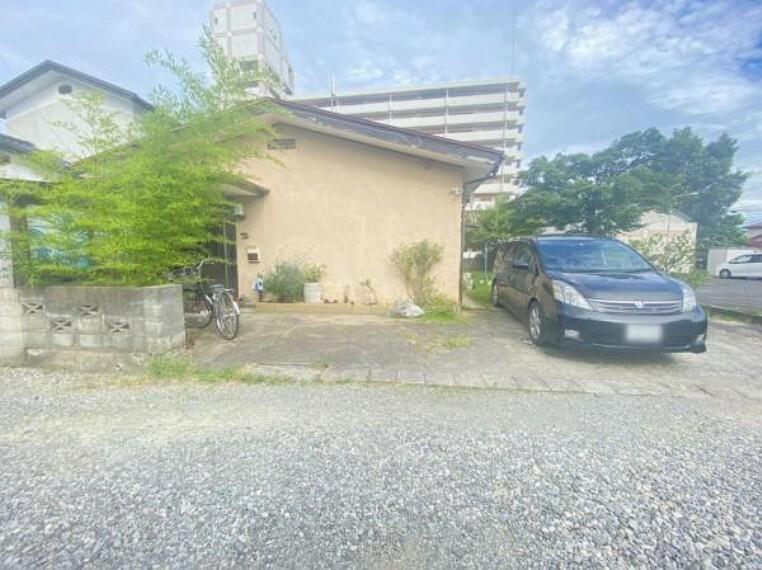 駐車場 【2021/07撮影】外観写真別角度・2台駐車可