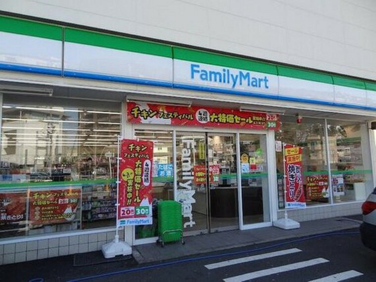コンビニ ファミリーマート大田千鳥店まで43m 「あなたと、コンビに、ファミリーマート」 「来るたびに楽しい発見があって、新鮮さにあふれたコンビニ」を目指してます。