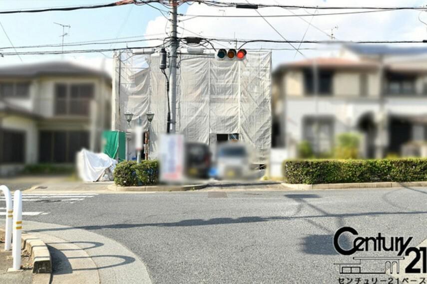 現況写真 ■現地外観写真■前面道路広々!車同士の対抗も楽々です!