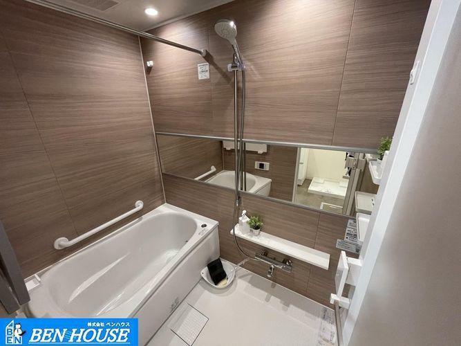 浴室 ・浴室換気乾燥暖房機付きシステムバスはお手入れもしやすい設備・雨が続く日のお洗濯ものは浴室乾燥機で安心です・寒い季節のヒートショック防止には浴室暖房機が大変重宝しますね・是非ご確認ください