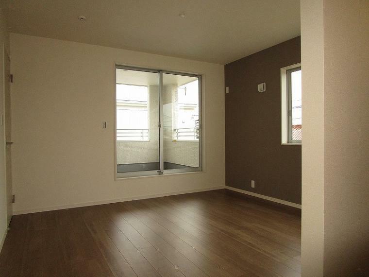 洋室 2階 南西側 8.5帖の洋室 (2021年9月3日撮影)
