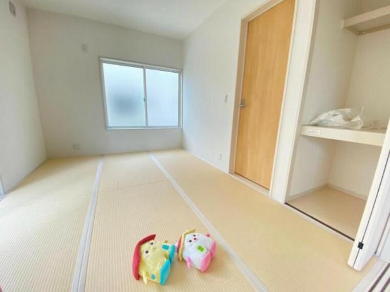 和室 【和室】和室はホッとするようないぐさ香る癒しの和の空間です。すまくん・にこちゃんすごいくつろいでる!!