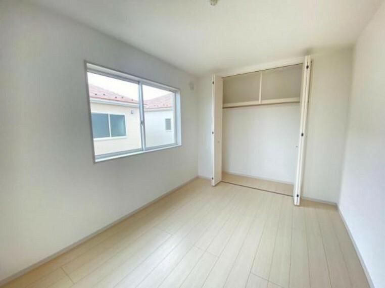 寝室 【洋室】各洋室快適さとプライベートを配慮した設計になっています!各室収納完備なのは嬉しい!