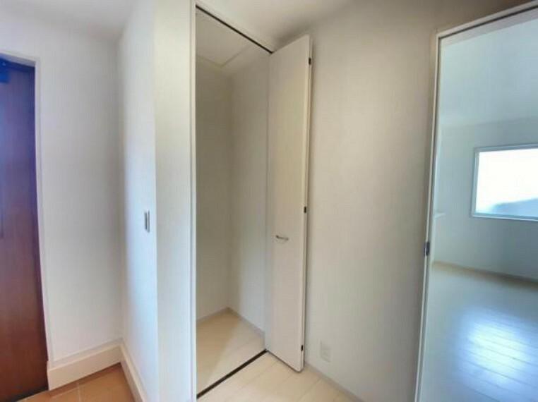 収納 【収納】玄関脇収納はお掃除用具入れなど使い方色々!