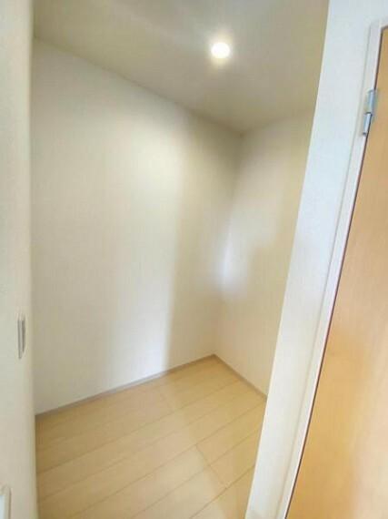 収納 【ストレージルーム】収納はもちろん、テレワークなどちょっとしたお部屋としてもどうぞ!