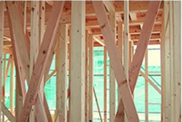 構造・工法・仕様 接合部には補強金物取り付け、床には構造用合板を使用するなど、強い耐震性・耐久性を発揮しています。