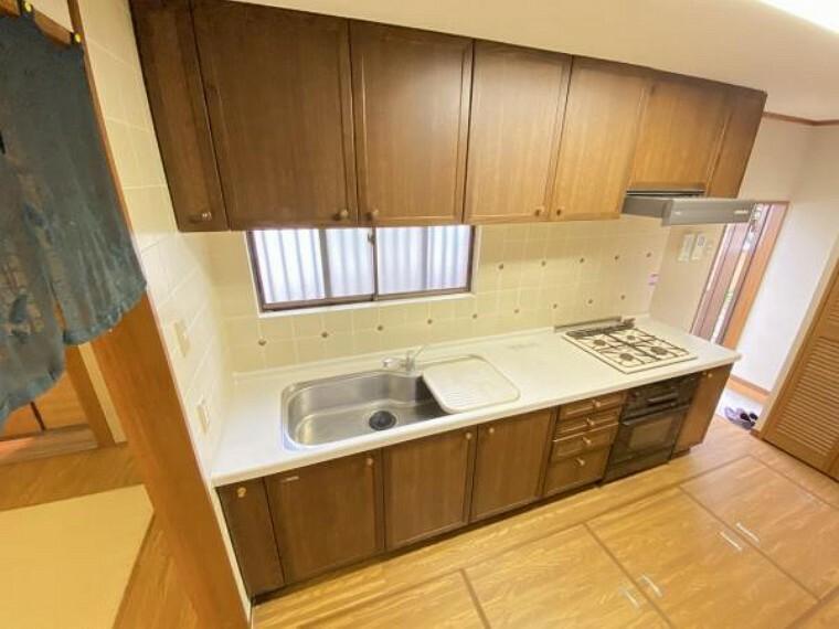 キッチン キッチンには収納スペースも十分にございます。