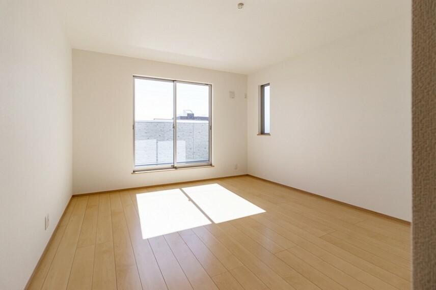 洋室 洋室   2面採光のお部屋は明るく風通しが良いです