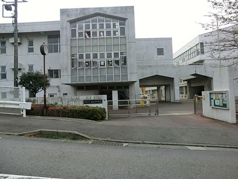 中学校 横浜市立旭北中学校 1984年開校。二学期制を導入。部活動も盛んです。校舎が近代的なデザインです。