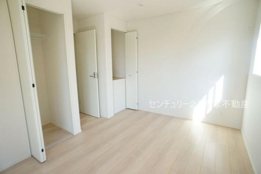 子供部屋 4号棟:子供部屋にも嬉しい全居室収納スペース(2021年09月撮影)