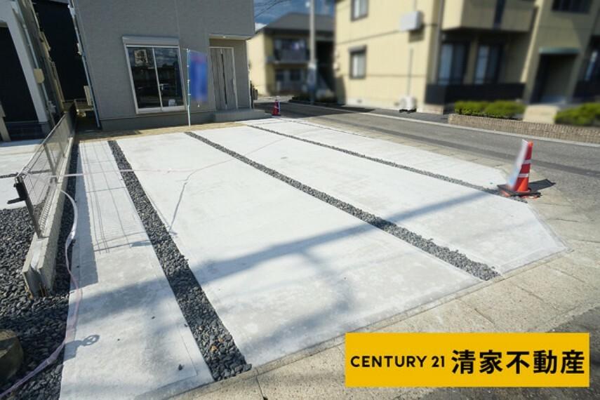 駐車場 2号棟:並列駐車3台分あり!(2021年09月撮影)