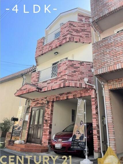 外観写真 外観写真/ガレージ/外壁屋根塗装工事済/リフォーム始まります