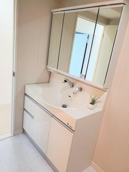 洗面化粧台 三面鏡&シャワーヘッド付き洗面台