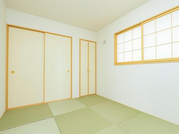 同仕様写真(内観) \同仕様写真/いぐさの香りがするタタミスペースは、客室としても使用でき、お子様のお昼寝にも使い方色々です!
