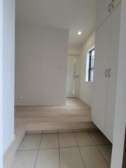 玄関 収納力も十分な玄関収納!すっきり使える玄関です
