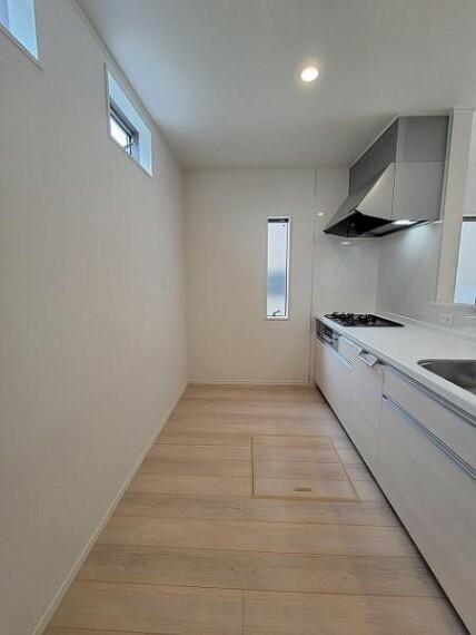 ダイニングキッチン 床下収納完備!広々キッチンスペースでお料理も捗ります!