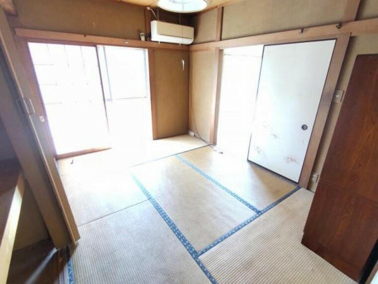 【リフォーム前 8月撮影】1階6畳和室の写真です。畳の表替え、ふすま・障子の張替え、壁紙張替えなどリフォームいたします。