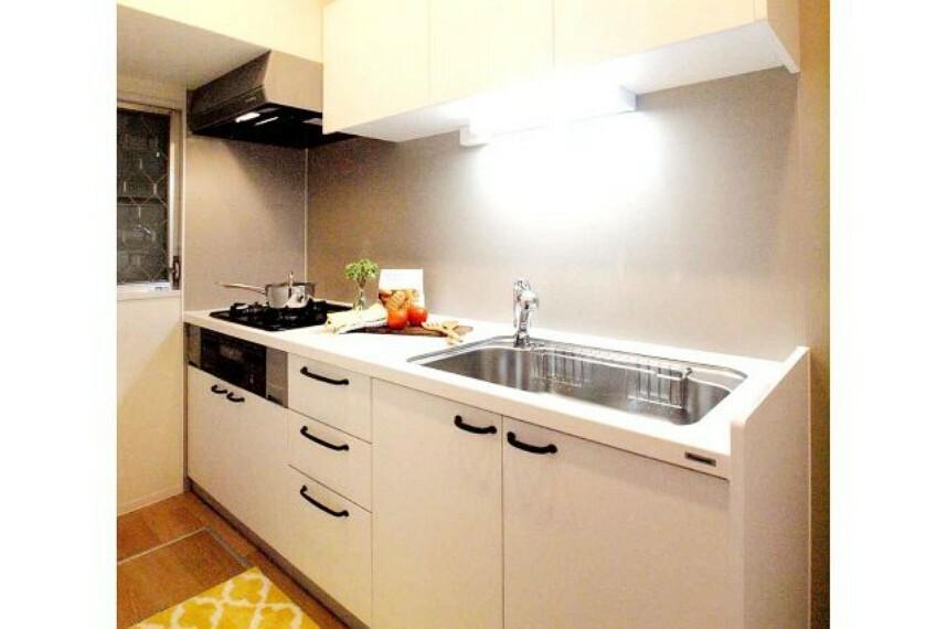 キッチン キッチン3.1帖。専用庭に面した窓付き。調理に集中しやすい独立タイプのキッチンです。