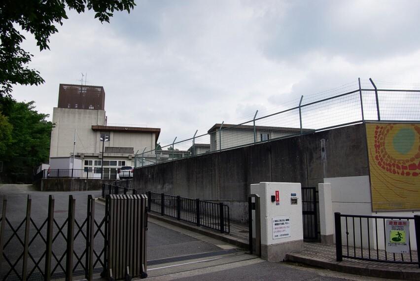 小学校 【小学校】川西市立多田東小学校まで1718m