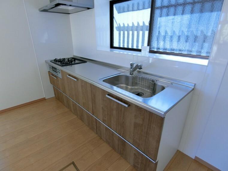 キッチン キッチンには窓があり明るく、風通し・換気も良好。