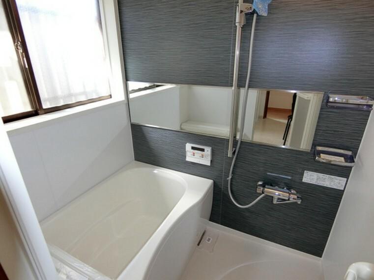 浴室 ゆっくり湯船につかれば、1日の疲れもとれますね。