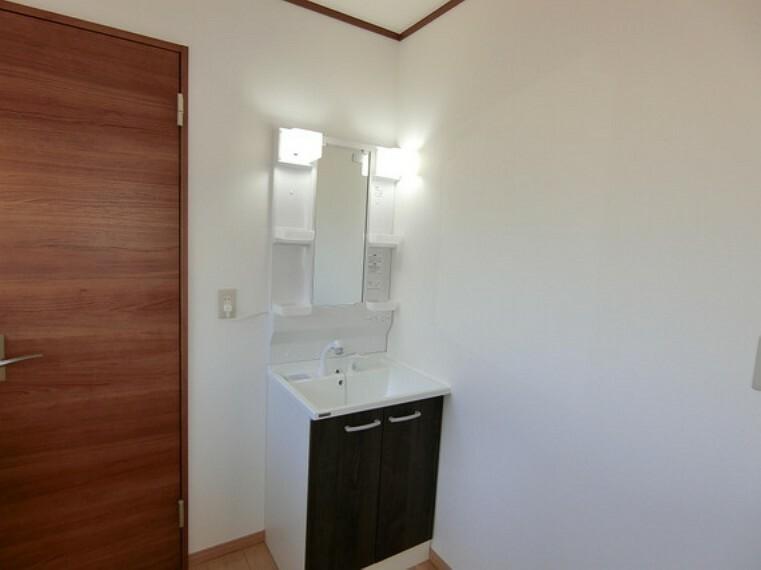 洗面化粧台 2階にも洗面台がございます。
