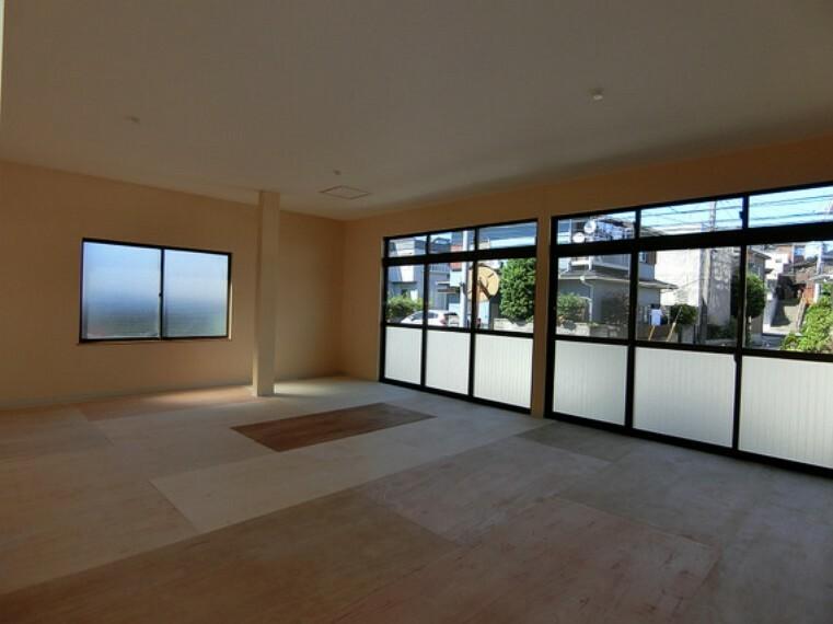約18帖の事務所スペースです。趣味のお部屋など多目的にお使い頂けます。