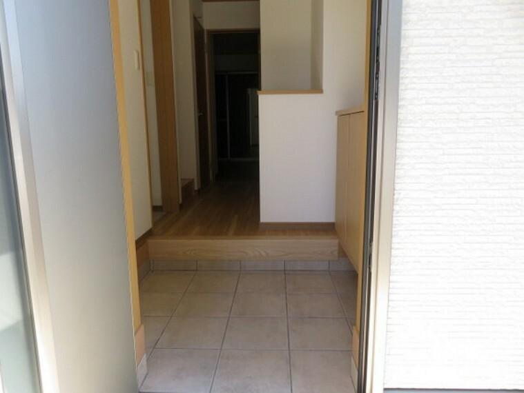 玄関 玄関はシューズボックスをお使い頂けます。