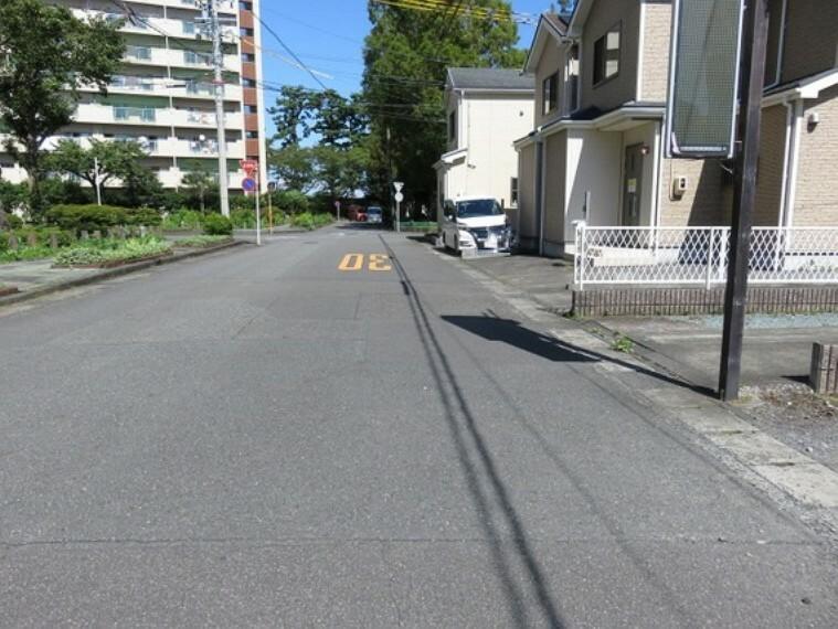現況写真 前面道路は幅約8mです。